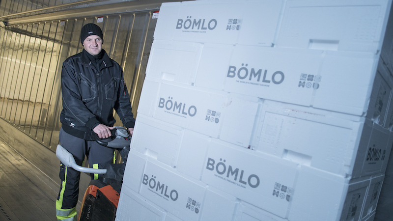 Aistis Navikauskas loading boxes of BÖMLO-salmon into the NCL container.